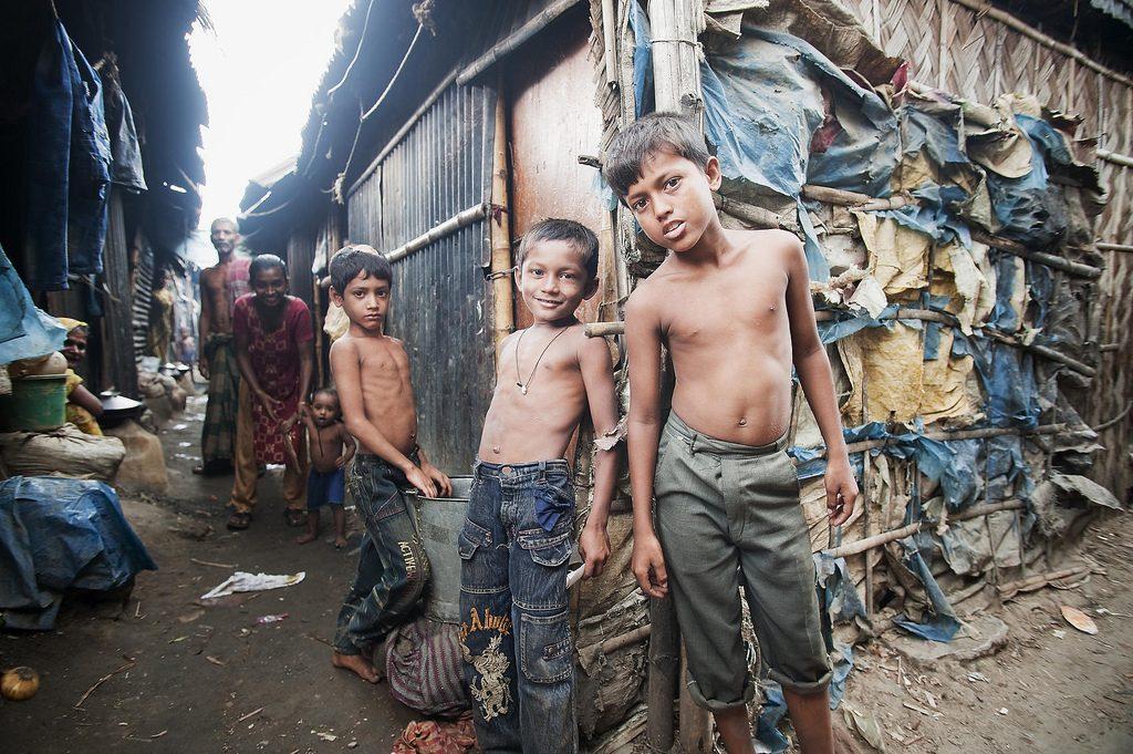 Дети в Kallyanpur, одной из городских трущоб в Дакке, Бангладеш. Фото ООН / Kibae