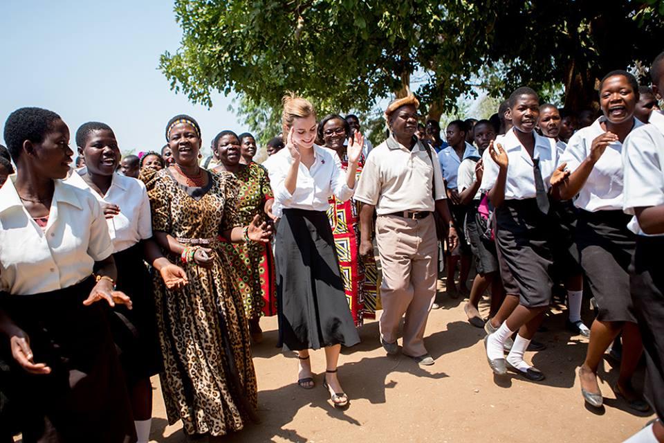 посол доброй воли ООН Эмма Уотсон в Малави выступила против детских браков