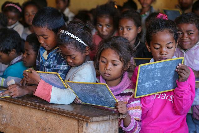 Картинки по запросу Преподаватель из бедной африканской деревни стал лучшим учителем в мире. Он получит 1 млн долларов!