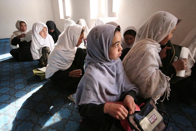 Гендерное неравенство в образовании. Девочки в классе, Афганистан